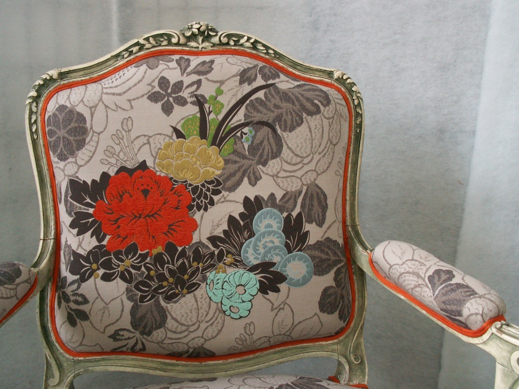 Fauteuil louis xv tissu kenzo jean sion for Tissu ameublement kenzo